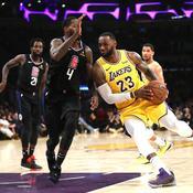 LeBron James et les Lakers sifflés