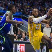NBA : avec un grand LeBron James, les Lakers surclassent Dallas