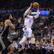 Westbrook centenaire heureux, Cleveland et les Spurs rebondissent