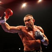Jérôme Le Banner, champion de kickboxing, empêche le lynchage d'un chauffard