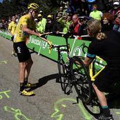 Froome récupère un vélo