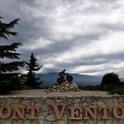 L'étape du jour (Montpellier-Mont Ventoux) : Le légendaire Mont Ventoux montre le bout de son nez