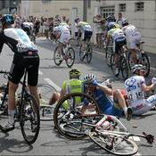Tour de France: du caoutchouc au sol pour diminuer les risques de chutes