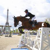 Les stars du saut  d'obstacles  au pied de  la tour Eiffel