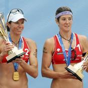 Nicole Branagh et Elaine Youngs avec leur trophée