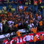 CAN 2019 : quand la sécurité empêche les héros algériens de célébrer le titre avec leurs supporters (vidéo)