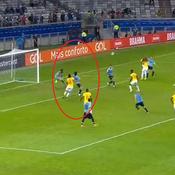 Copa America : la superbe volée acrobatique de Cavani en vidéo