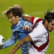 Diego Lugano Juan Vargas Uruguay-Pérou