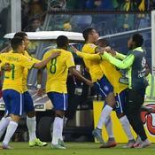 Le Brésil passe et sauve la Colombie