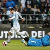 Quand Messi fait un petit pont à un gardien de but