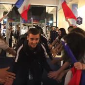 Coupe du monde 2018 : le retour euphorique des Bleus à leur camp de base