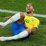 Les Mexicains, Maradona et Cantona s'irritent des simulations de Neymar