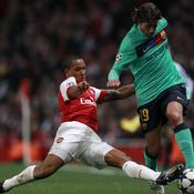 Arsenal-Barcelone Walcott tacle Maxwell