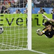 Le ballon frôle le poteau de Casillas à la 60e