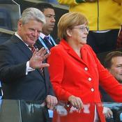 Gauck et Merkel en tribunes