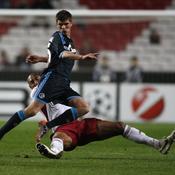 Benfica-Schalke Luisao tacle Huntelaar