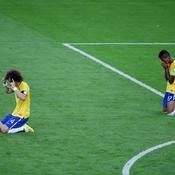 David Luiz (L) and Luiz Gustavo prient