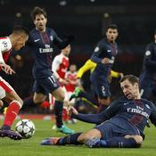Sanchez pousse Krychowiak à la faute