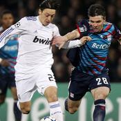 Lyon - Real Madrid : Toulalan / Ozil