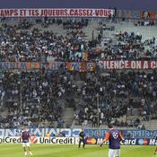 Banderoles hostiles a Deschamps et aux joueurs marseillais