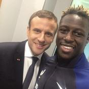 Quand Mendy s'offre un selfie avec le président Macron