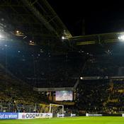 Un supporteur de Dortmund décède en plein match, le stade lui rend hommage