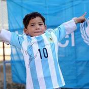 L'enfant afghan qui avait ému Internet a reçu des maillots de Lionel Messi