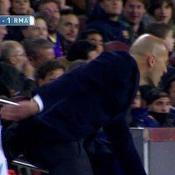 L'improbable galipette de Zidane lors du Clasico
