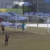 Le club italien battu 20-0 avec sept adolescents sur le terrain exclu du championnat