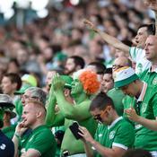 Les supporteurs irlandais font même danser les CRS français