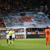 Pays-Bas - France interrompu à la 14e minute de jeu en hommage à Cruyff