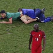 Quand un supporter fait irruption sur la pelouse pendant Pologne-Portugal