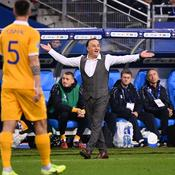 Faute de Giroud et but de Varane : Le sélectionneur moldave crie au scandale