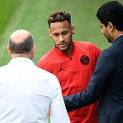 Antero Henrique (de dos), Neymar et Nasser Al-Khelaïfi