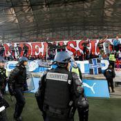 OM-OL : bus des Lyonnais caillassé et tentative d'envahissement de la pelouse en fin de match