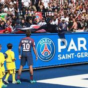 L'accueil triomphal de Neymar au Parc des Princes en dix photos