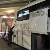 Le bus de l'OL caillassé sur la route du Vélodrome