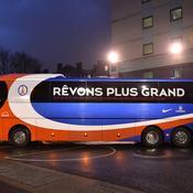 Le bus du PSG bloqué par des supporters