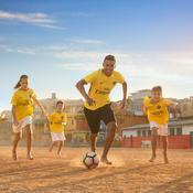 Le PSG «célèbre l'héritage des joueurs brésiliens» avec un maillot extérieur jaune
