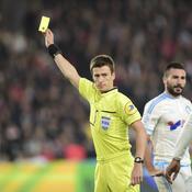 Les arbitres français veulent gagner (beaucoup) plus