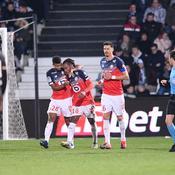 Solide à Angers, Lille reste au contact
