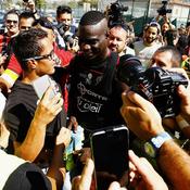 Mario Balotelli fait déjà le buzz à Nice pour son premier entraînement