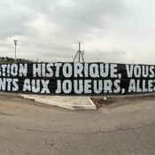 En colère, les supporters stéphanois déploient une banderole insultante à l'Etrat