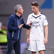 Koscielny en discussions avec son coach, Paulo Sousa, lors de la victoire à Toulouse (1-3).