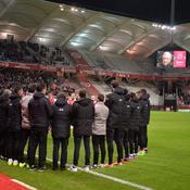 Joueurs et staff réunis pour une minute de silence