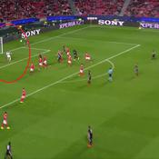L'énorme boulette du gardien de Benfica qui offre la victoire à Manchester United