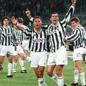 Premier but contre l'Inter Milan en 1996. Joie avec Angelo di Livio.