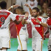 Serein, Monaco file en barrages et attend la suite