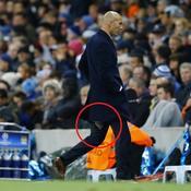 Zinédine Zidane craque encore son pantalon en plein match