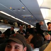80 supporteurs des Verts privés du choc à Manchester pour avoir chanté dans l'avion